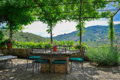 HOLIDAY HOUSE FOR SALE IN CORTONA, TUSCANY