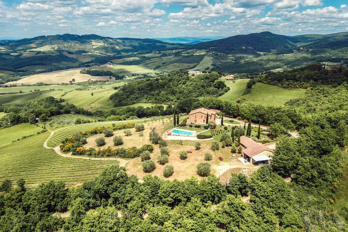B&B WITH VINEYARD FOR SALE IN TUSCANY