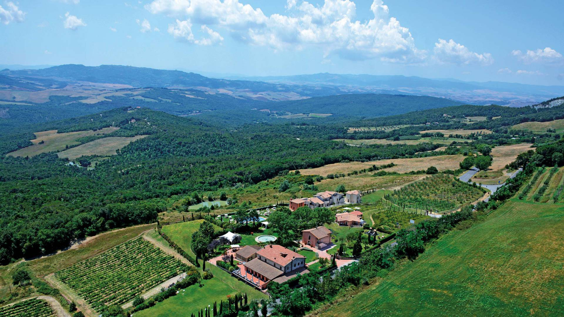 WINE RESORT FOR SALE IN SAN GIMIGNANO, TUSCANY