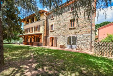 FINE AGRITURISMO FOR SALE IN PISTOIA, TUSCANY