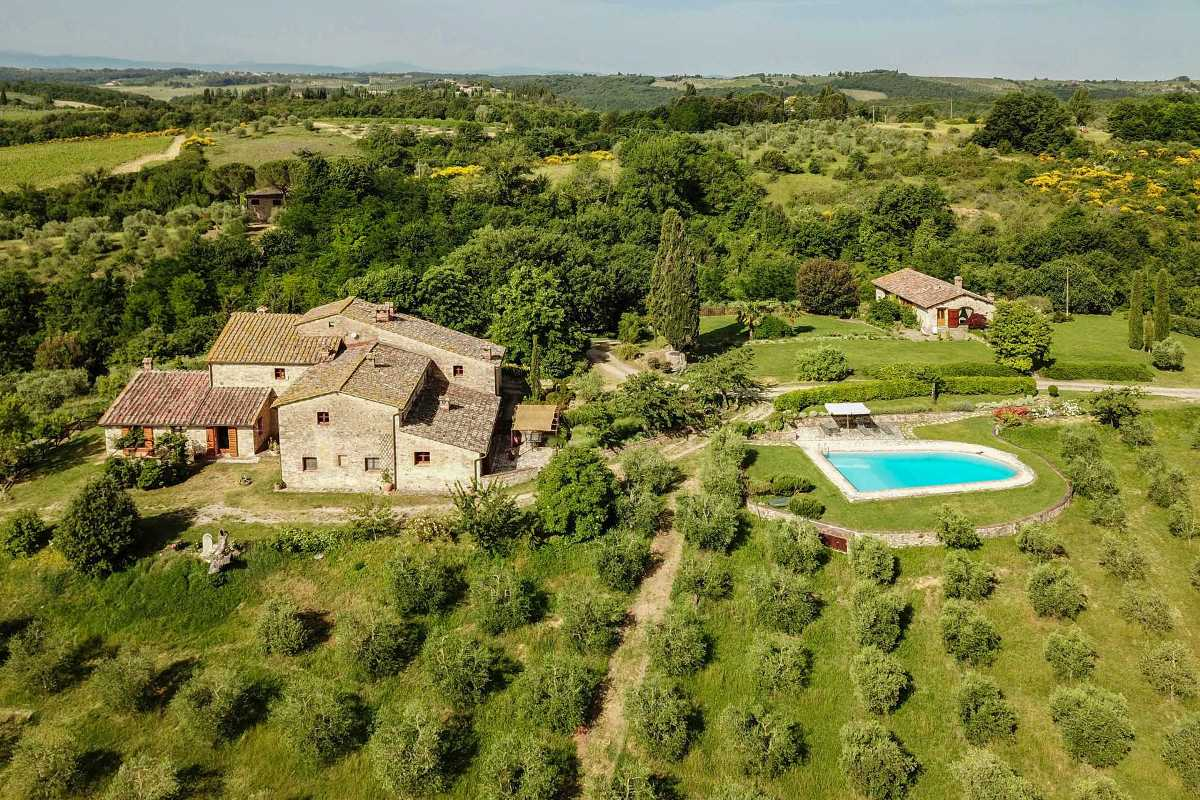 HOLIDAY HOUSE FOR SALE IN CHIANTI, TUSCANY