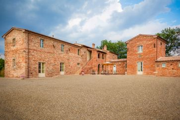 COUNTRY HOUSE DI LUSSO IN VENDITA TOSCANA SIENA