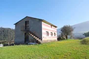 AGRITURISMO WITH POOL AND LAND FOR SALE IN PERUGIA, UMBRIA
