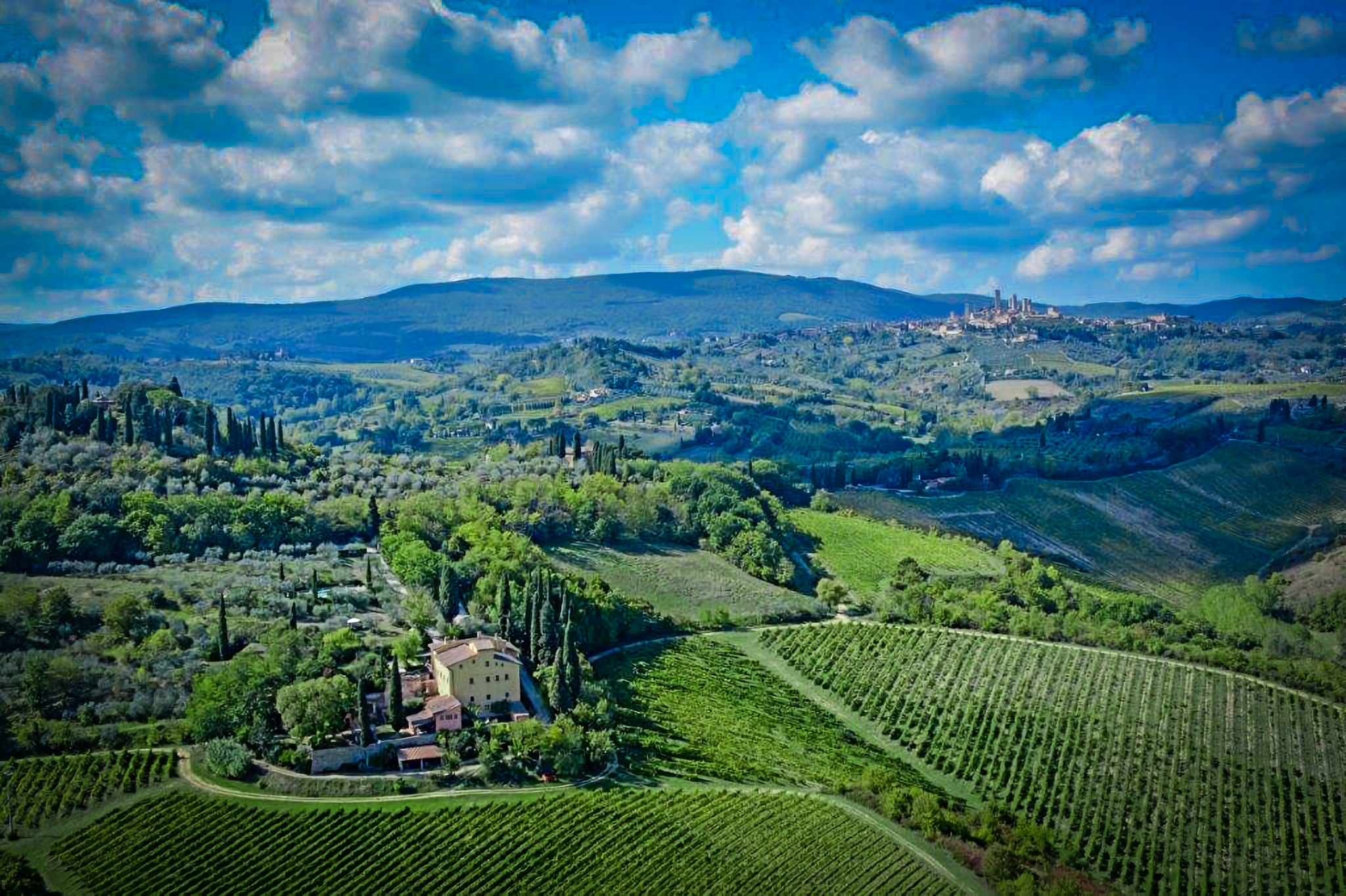 SAN GIMIGNANO: AGRITURISMO FOR SALE IN TUSCANY